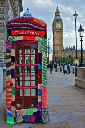 Yarn bombing, czyli ubieranie przestrzeni miejskiej