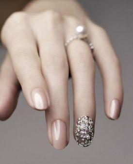 Jak dbać o dłonie, by nie były suche i spierzchnięte? Jest na to mała rada!