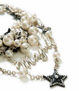 Perłowy naszyjnik z napisem MAYBE - biżuteryjna nowość #ZARA