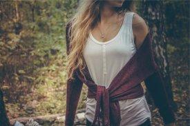 Jaki sweter damski wybrać? Najmodniejsze modele na wiosnę