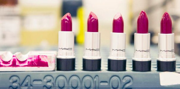 M∙A∙C Cosmetics: Jak wygląda fabryka szminek?